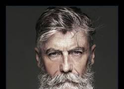 Enlace a Hombre de 60 años se convierte en modelo profesional tras dejarse barba