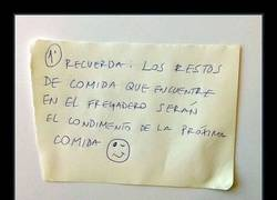 Enlace a Madre pone orden en su casa con estas curiosas advertencias
