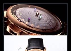 Enlace a Este reloj te muestra los movimientos del sistema solar en tu muñeca