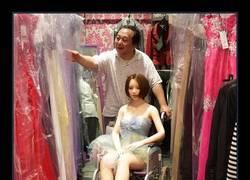 Enlace a Hombre casado encuentra el amor junto a una muñeca talla XL