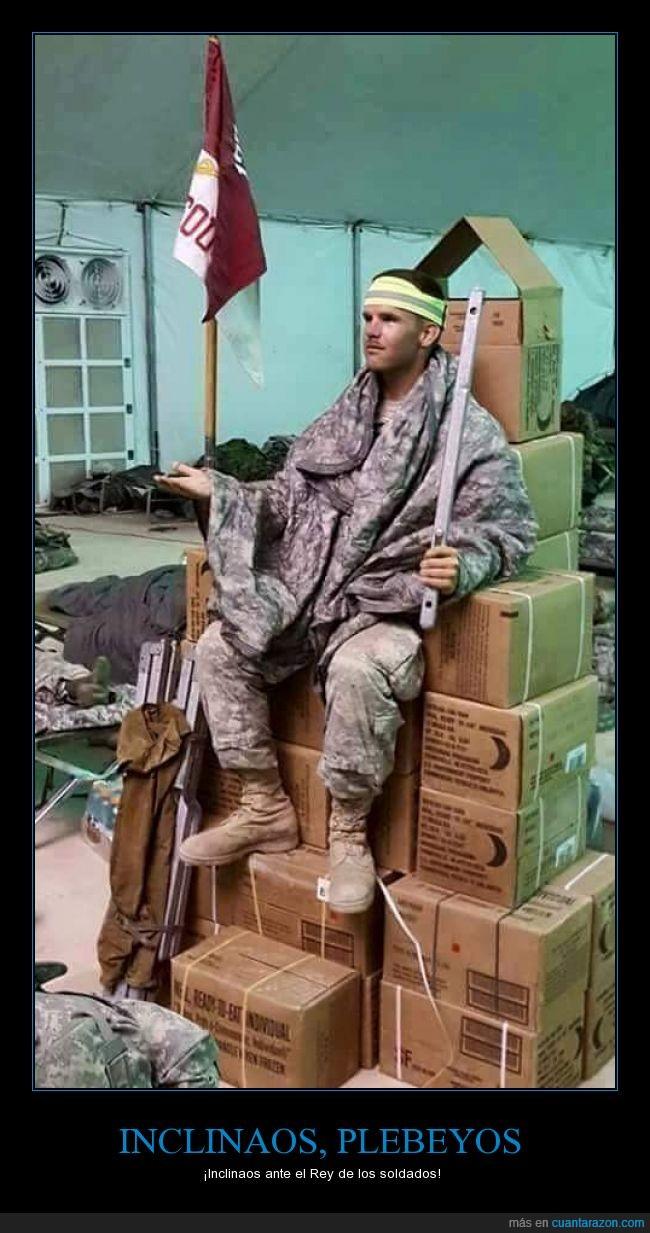 cajas,cetro,cinturón reflectante,inclinarse,manto,soldado,trono