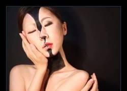 Enlace a Esta chica consigue hacerse 'transparente' usando maquillaje