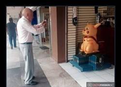 Enlace a Abuelos que no se enteran demasiado de cómo funciona Pokémon GO