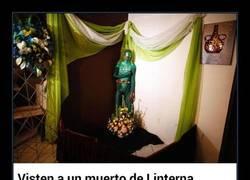 Enlace a WTF Visten a un muerto de Linterna Verde para su funeral