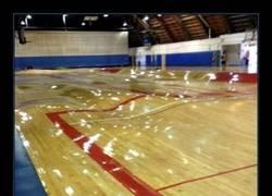 Enlace a Una pista de baloncesto convertida en Skate Park