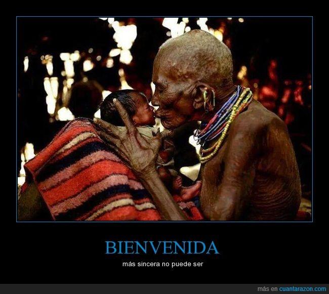 abuelo,bebe,beso,nieto,recien nacido,tribu