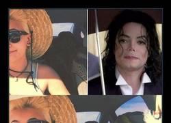 Enlace a Según este selfie de su hija, Michael Jackson podría seguir vivo