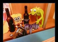 Enlace a Bob es una jodida esponja bebiendo