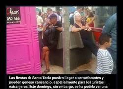 Enlace a Una foto de unos extranjeros sentados en unos meaderos en Tarragona se hace viral