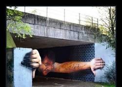 Enlace a Espectacular graffiti bajo un puente