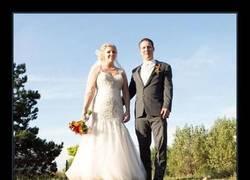 Enlace a Hay fotógrafos de boda que saben salir de ella con fotos ingeniosas y espectaculares