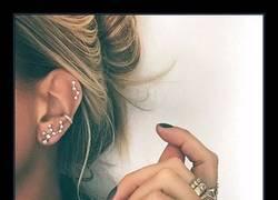 Enlace a La nueva moda del momento son estos piercings en forma de constelación