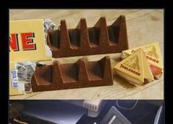 Enlace a Los ingleses han empezado a descubrir nuevos usos muy ingeniosos del nuevo Toblerone