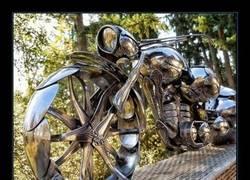 Enlace a Motocicleta hecha a partir de cucharas