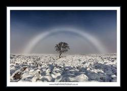 Enlace a Fotografían un arcoiris blanco en Escocia