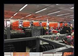 Enlace a Así es cómo terminó una tienda de zapatillas tras el Black Friday