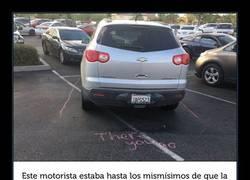 Enlace a La forma más simpática de aleccionar a un conductor que aparcaba como le salía de los bajos