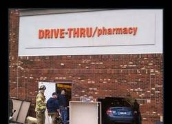 Enlace a FARMACIA DRIVE-THRU