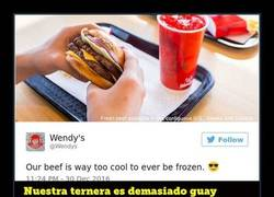 Enlace a El Community Manager de hamburguesas Wendy's gana una batalla en twitter por una vacilada