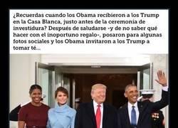 Enlace a Se está liando parda con esta foto de Obama y no exactamente por tocarle el cu lo a Melania