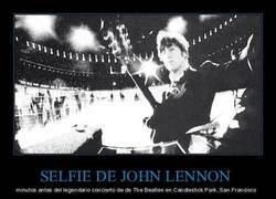 Enlace a SELFIE DE JOHN LENNON