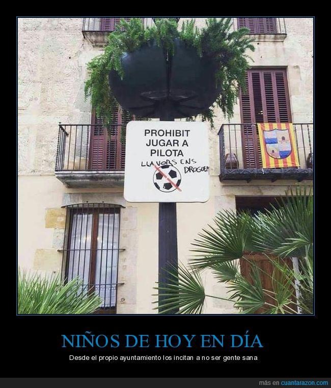 droga,jugar,niños,pelota,plaza,prohibido