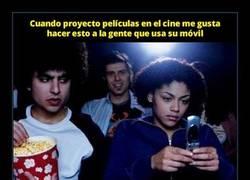 Enlace a Muchas salas de cine están haciendo esto para evitar el uso de móviles durante la película