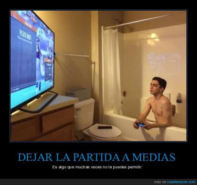 bañera,baño,jugar,videojuegos