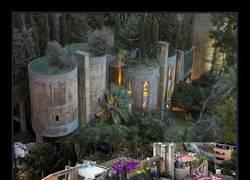 Enlace a Arquitecto español convierte esta antigua fábrica de cemento en su propia casa