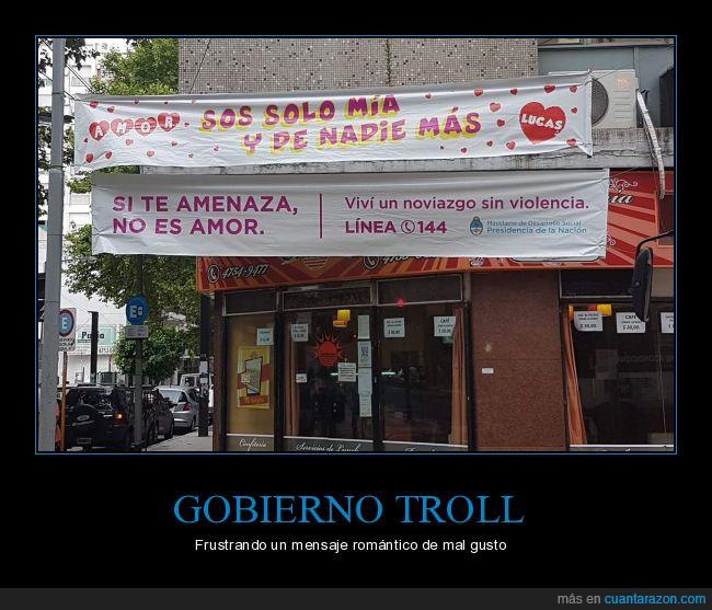 cartel,Gobierno,mal gusto,pasacalles,romántico,troll
