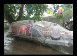 Enlace a ¿Te imaginas salir de fiesta así los días que llueve?
