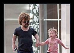Enlace a Dentro de poco, la hija de Tyrion será más alta que él :)