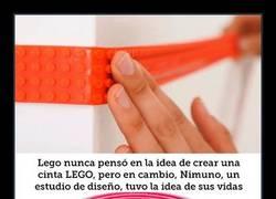 Enlace a Esta cinta LEGO mágica te va a permitir enganchar legos ahí donde tú quieras