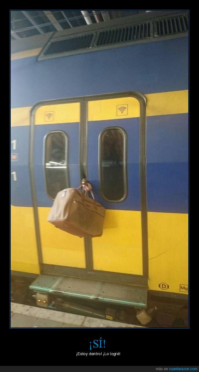 atascado,maleta,tren