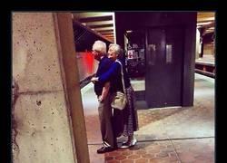 Enlace a 9 parejas de abueletes que demuestran lo que es el verdadero amor te pondrán los ojos llorosos