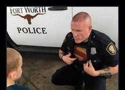 Enlace a Los polis son verdaderos super-héroes