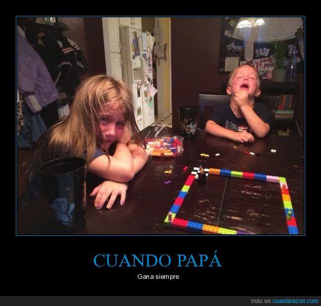 juego,lego,llorar,mesa,niños,pan de cada día,papá