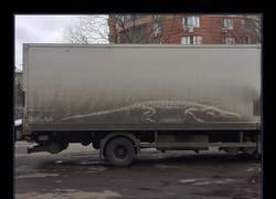"""Enlace a Los dueños de coches sucios encuentran sus vehículos """"vandalizados"""" con increíbles dibujos"""