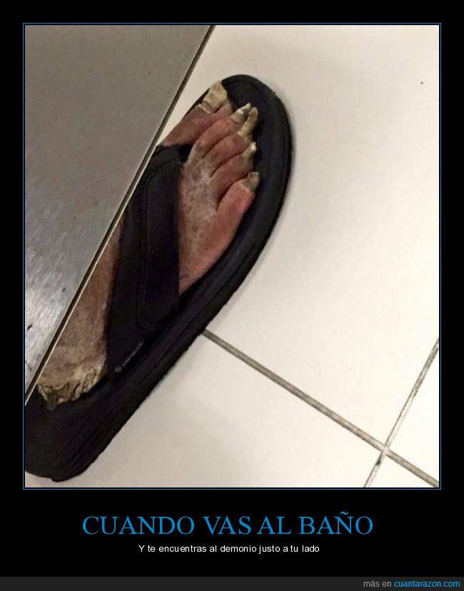baño,demonio,lado,pies,público