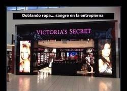 Enlace a 10 horribles relatos de una empleada de Victoria's Secret que revelan cómo es trabajar con público