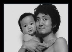 Enlace a Conmovedoras fotografías de un padre y su amado hijo a lo largo de 26 años