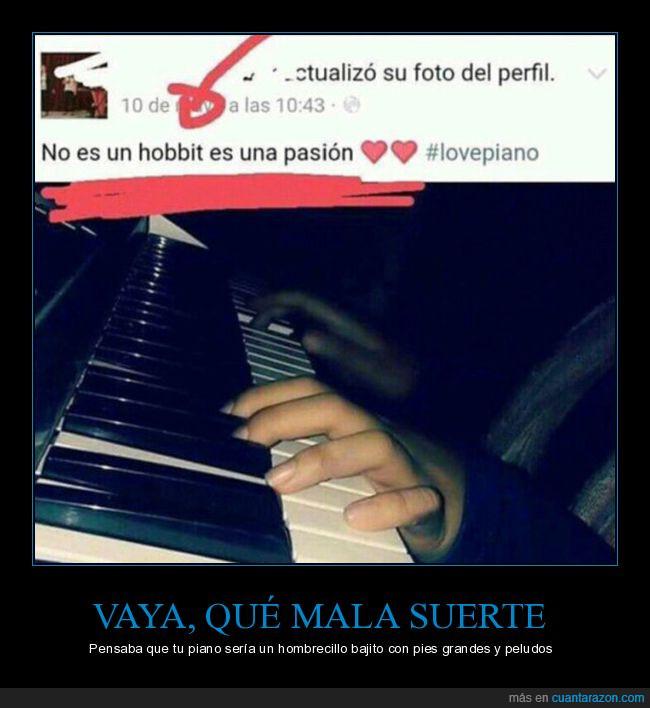 dedos,hobbit,hobby,hombrecillo,peludos,piano,pies,tocar