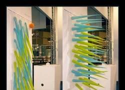 Enlace a Artista crea esta cortina de pinchos inflables para ayudarte a ahorrar agua en la ducha
