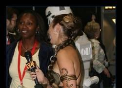 Enlace a Este cosplay de Leia demuestra que en en espacio exterior no se usa ropa interior