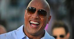 Enlace a Internet se parte con la foto de The Rock con 16 años donde aparenta más edad que hoy en día