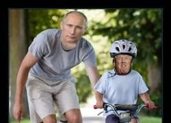 Enlace a La gente está chopeando a Trump convirtiéndole en bebé