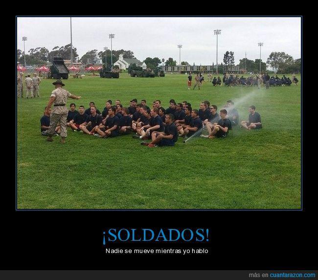 agua,cadetes,chorro,soldados