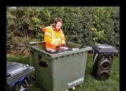 Enlace a DJ ESCOMBRO