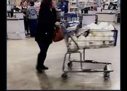 Enlace a Si Diana compra 35 botellas de leche y devuelve 17, ¿cuántas le quedan?