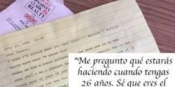 Enlace a Su abuela le escribió una carta en 1991 que no podía abrir hasta 2017 y llegó el momento…
